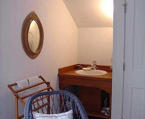 Guest room custom vanity
